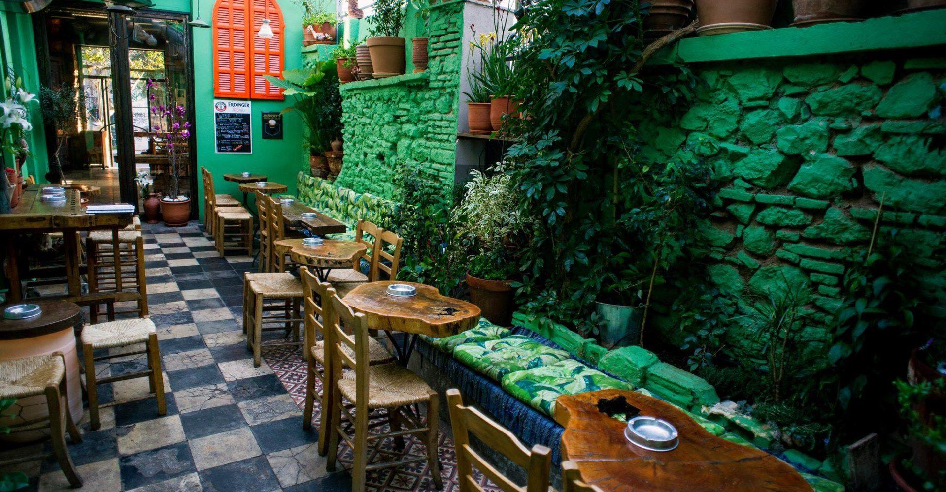 Κεραμείο: Το bar που «κρατάει ψηλά» τη νύχτα στον Κεραμεικό