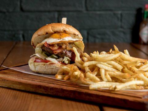 «Gigi Burger»: Εκεί που έχουν φτάσει το burger σε άλλη διάσταση