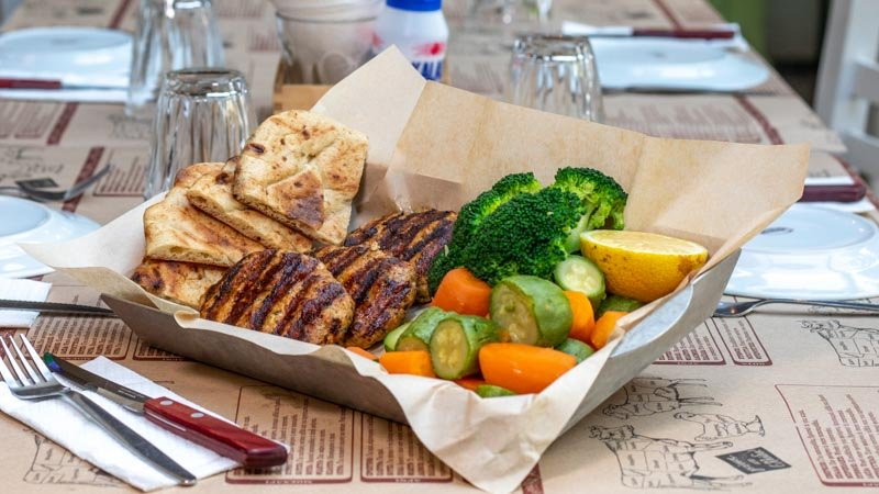 Θες τα καλύτερα σουβλάκια της παρέας; Στη Μασίνα τα τρως μέχρι… πρωίας!