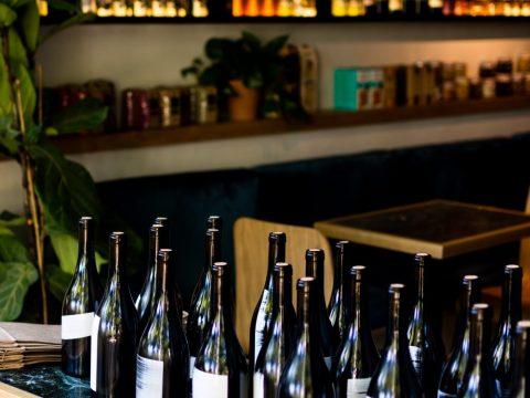 Materia Rrima: Το wine bar του Παγκρατίου θα δροσίσει τις καλοκαιρινές βραδιές στην πόλη
