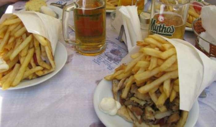 «Με σπάταλο γύρο και πατάτες»: Το μεγαλύτερο πιτόγυρο στην Ελλάδα είναι XXX Large (Pics)