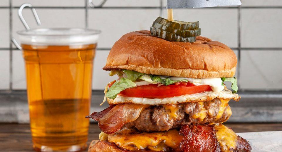 Είσαι έτοιμος να δοκιμάσεις το πιο ανατρεπτικό burger της πόλης;