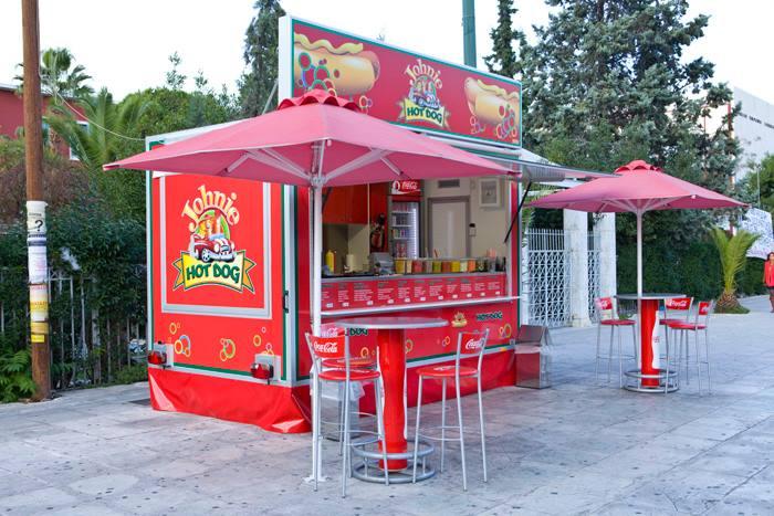 Βρήκαμε και σας παρουσιάζουμε το καλύτερο hot dog της πόλης