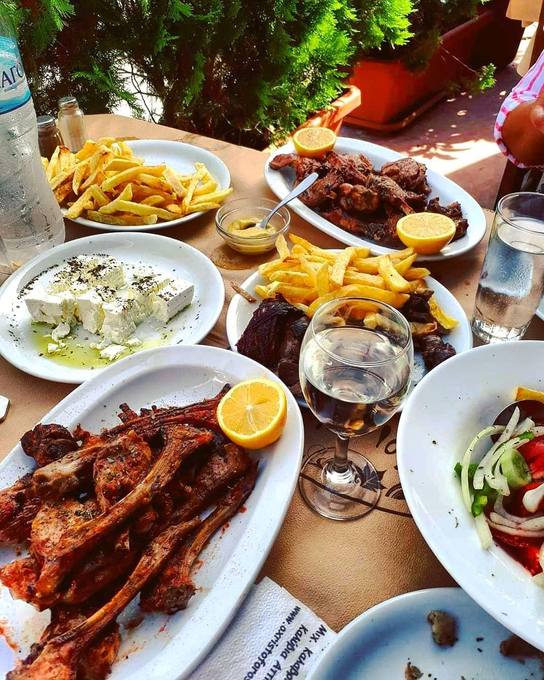 Χριστόφορος: Τεράστιες μερίδες, ποιοτικό κρέας, χαμηλές τιμές σε μια από τις πιο διάσημες ταβέρνες της Ελλάδας