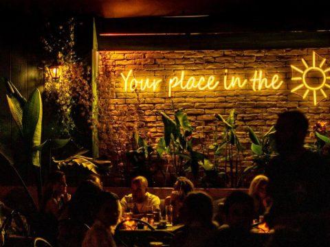 Godmama's yard: Η αυλή του Περιστερίου που αξίζει να γίνει στέκι σου