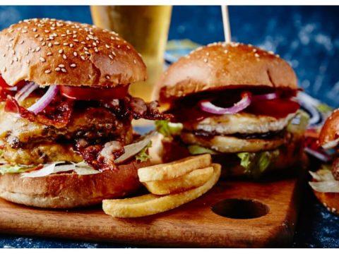 Είσαι στο κέντρο και πείνασες; Δες που θα φας το πιο ωραίο και οικονομικό burger