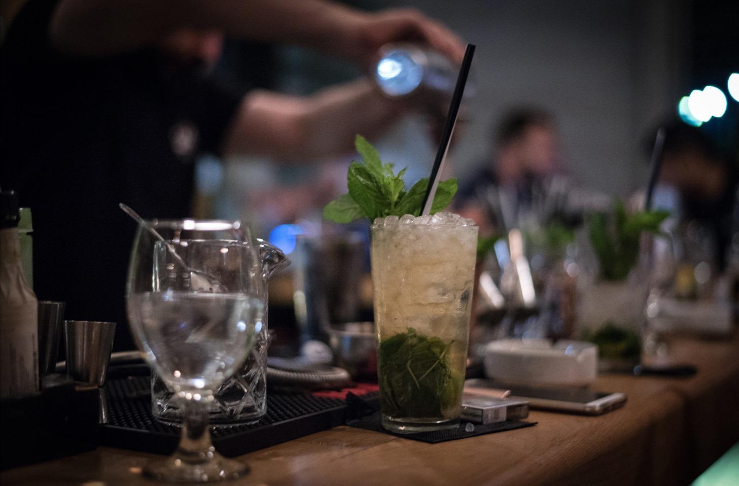 Nobell: Το cafe-bar που θα σου φέρνει το αλκοόλ...σπίτι
