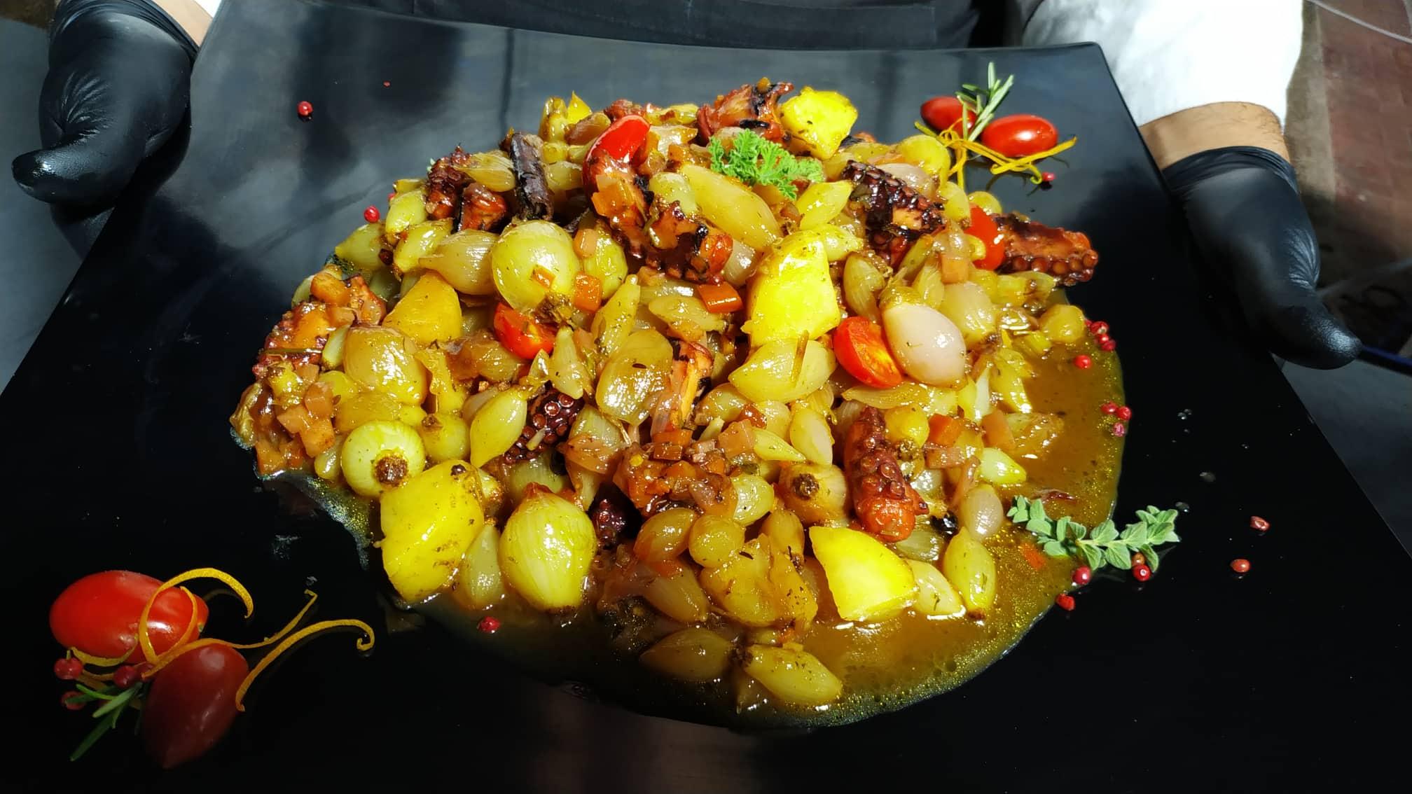 Το «Πυροφάνι του Πειραιά» φέρνει γεύσεις από τη θάλασσα στην πόρτα σου