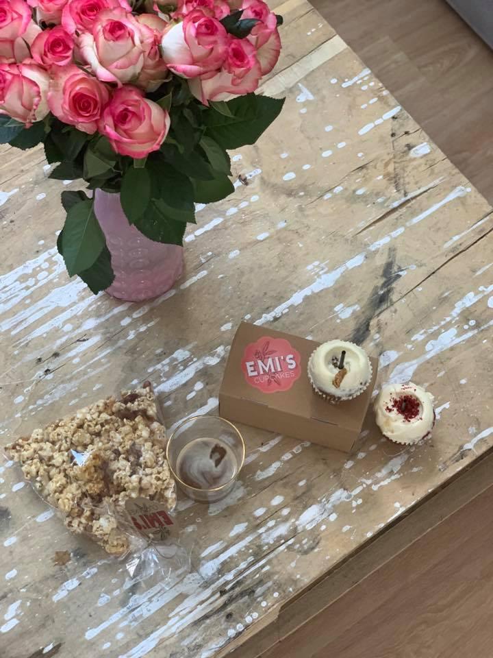 Emi's Cupcakes: Τα πιο νόστιμα μπισκότα και cupcakes που θα κάνουν πιο νόστιμες τις γιορτές μας