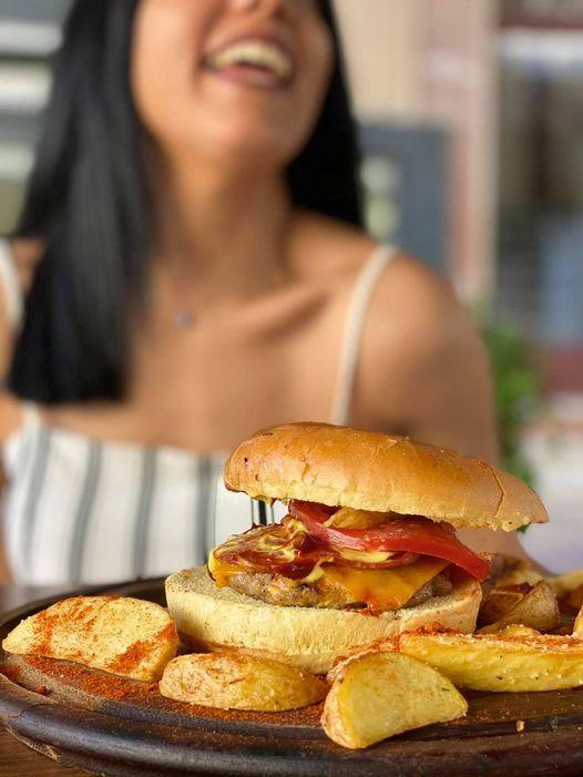 Στο Jazz Burger Bar θα νιώσεις πως τρως burger από τη Νέα Ορλεάνη