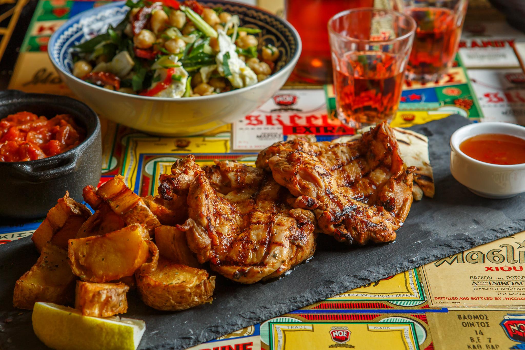 «ΝΟΕ»: Ελληνικές μαμαδίστικες γεύσεις στην καλύτερη εκδοχή τους