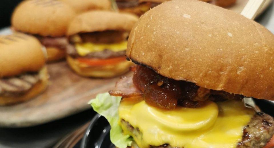 «Munchys»: Το burgerάδικο της Κηφισιάς που θα σε ξετρελάνει με τις γεύσεις του