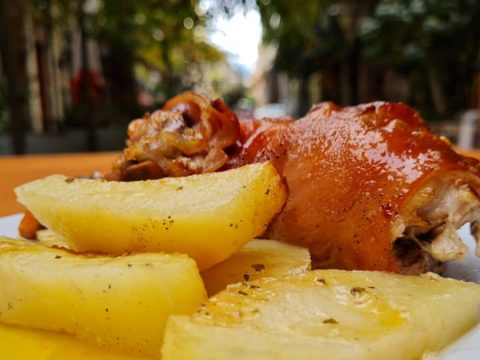 «Ροζαλία»: Γνήσιες ελληνικές συνταγές με ένα τηλεφώνημα στο σπίτι σου