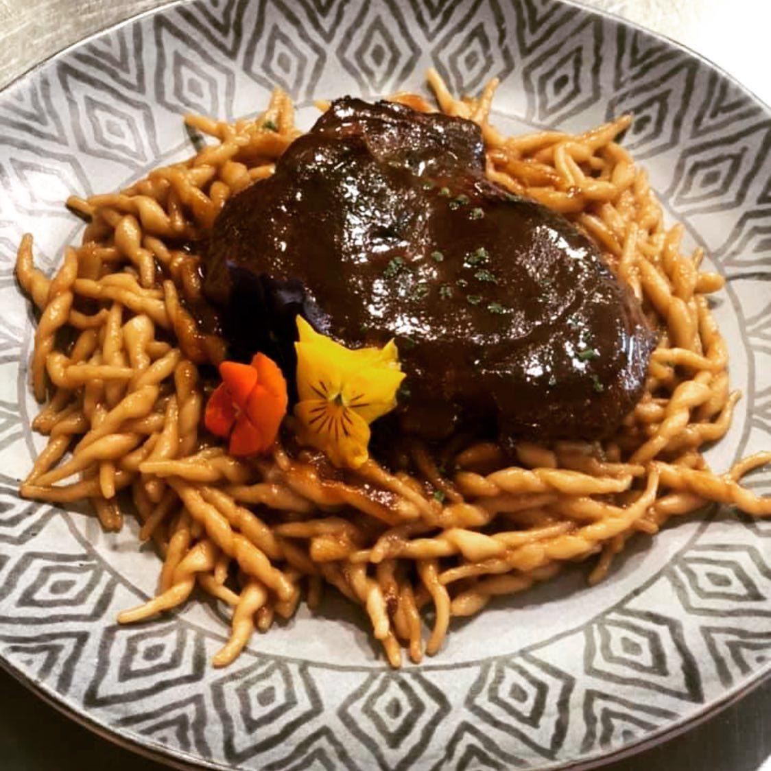 «Κότταβος»: Η παραδοσιακή ταβέρνα μας φέρνει σπίτι πιάτα από όλη την Ελλάδα