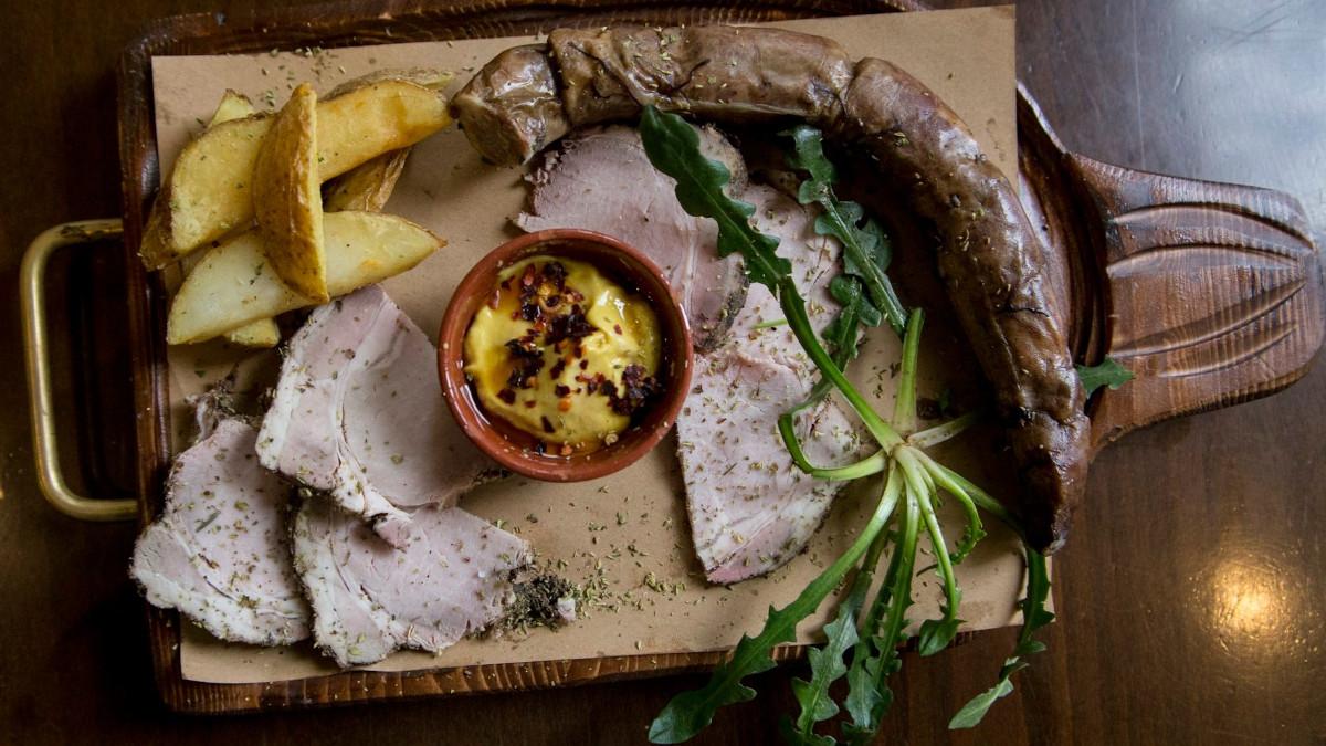 «Κατσούρμπος»: Η κρητική κουζίνα στα καλύτερα της, με ένα τηλεφώνημα σπίτι σου