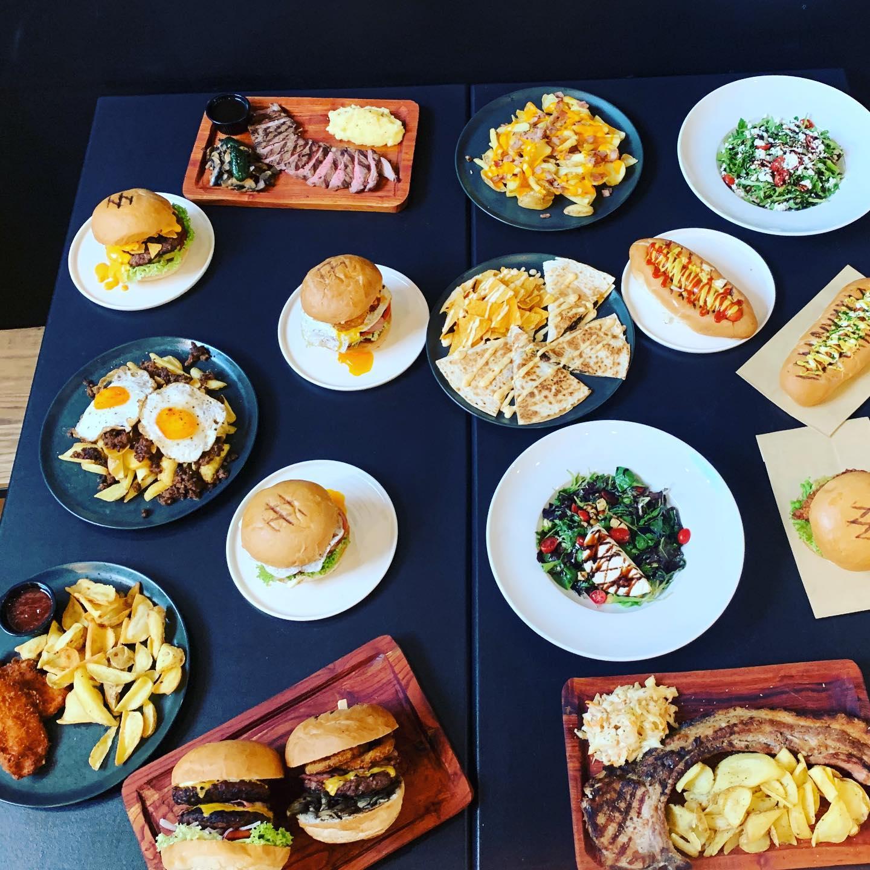 «GOURMeat Steakbar & Burgers»: Βρήκαμε που θα φας... εναλλακτικά την Τσικνοπέμπτη