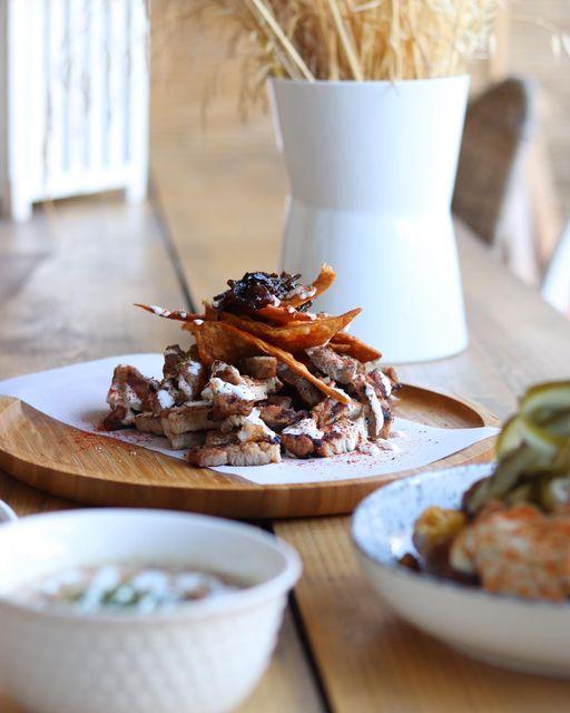 Σχίνος: Το μικρό bistro με τα ευφάνταστα πιάτα που πρέπει να δοκιμάσεις