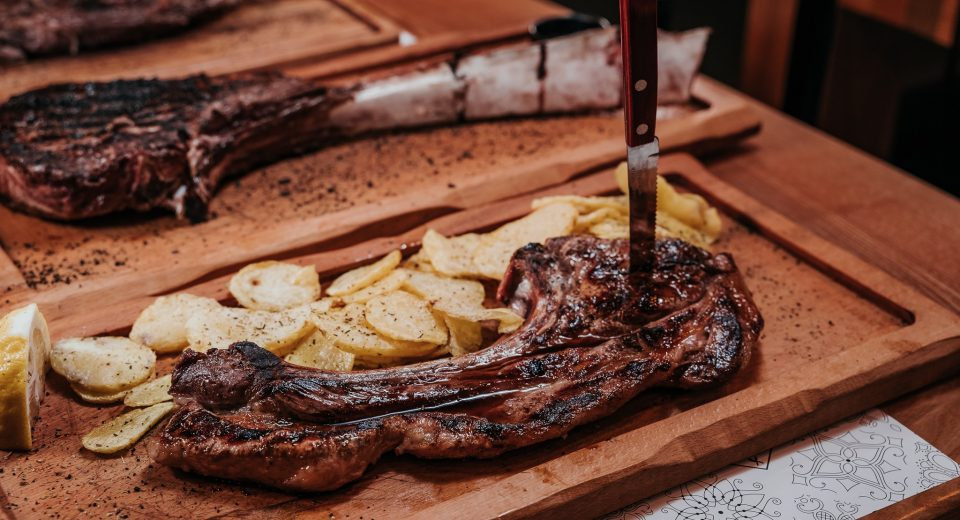 Το «Μαύρο Αλάτι» σου λέει «let's meat» και αν αγαπάς το καλό κρέας πρέπει να ακολουθήσεις