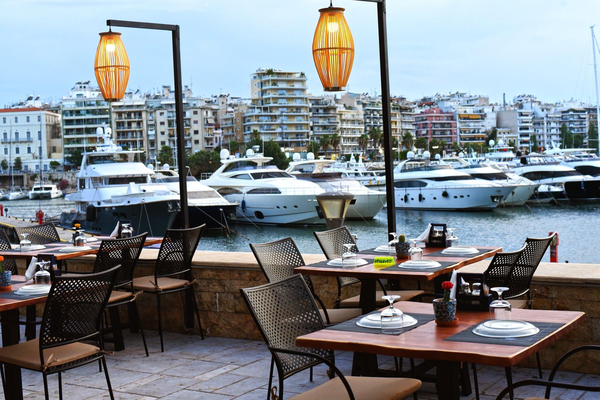 «Τα Κατσαρολάκια»: Γεύσεις θάλασσας και καλοκαιριού στην πιο απίθανη τοποθεσία της Αθήνας