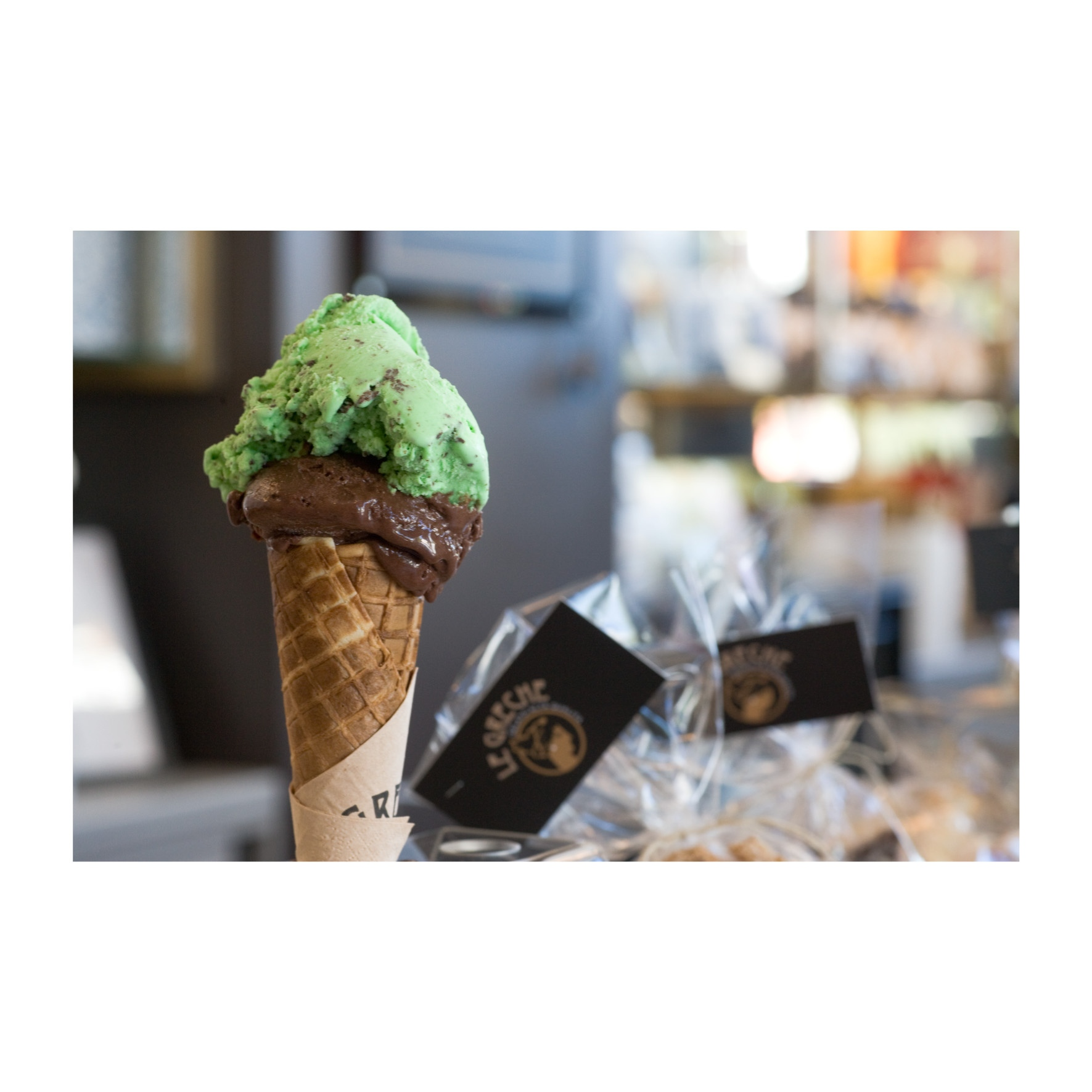 Le Greche: Βρήκαμε πού θα φας το πιο ωραίο παρφέ παγωτό της πόλης