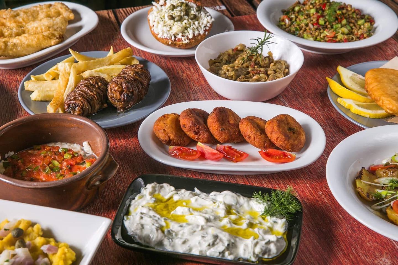 Στον Ιορδάνη του Χαλανδρίου θα χρειαστείς και άλλο τραπέζι να χωρέσεις όλους τους μεζέδες
