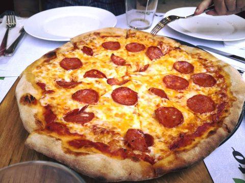 Pesto στην Ιπποκράτους: Πίτσα και πάστα για κάθε γούστο ως το πρωί